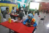 """Penikmat acara """" Food train Voyage"""" dari kalangan penggemar dan pendidik nutrisi bersama keluarga"""